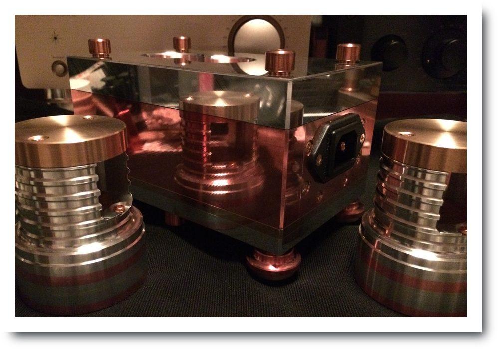 純銅ハイブリッド電源タップ